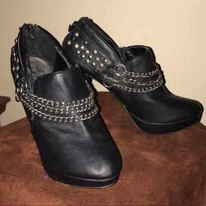 BKE black heels ankle boot Sz. 6